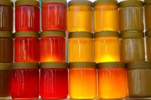 Des pots de miel